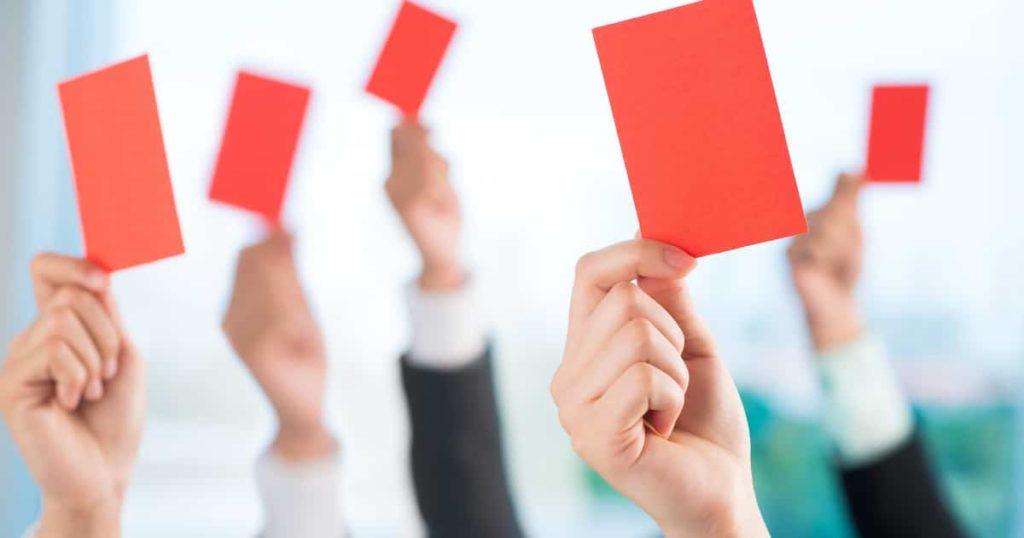 信用保証協会の代位弁済はレッドカード?【事業再生の時間です】